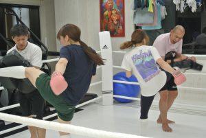 女性練習風景