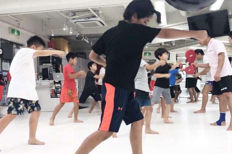 キックボクシングでお子様の集中力をアップさせましょう!!