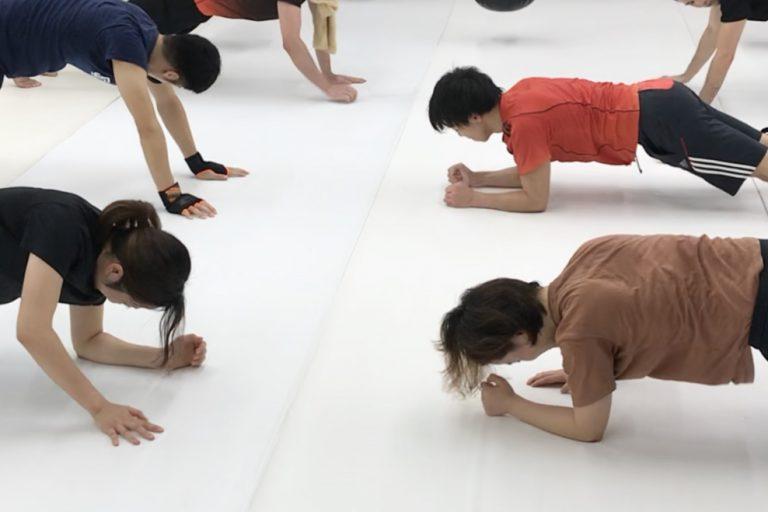 クラス内での体幹トレーニング